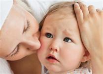 Како да процените дали бебето има грип или настинка