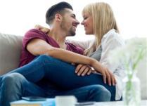 9 спонтани начини да ја зачините вашата врска